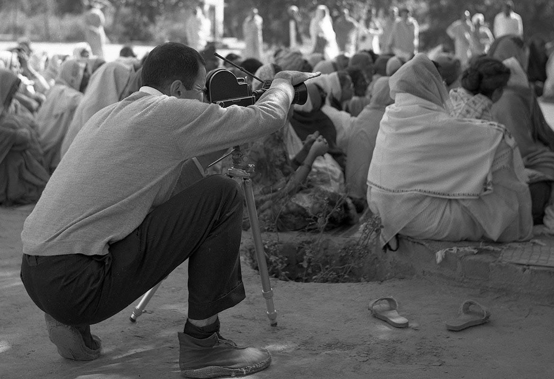Arnaud Desjardins filmant Ma Anandamoyi